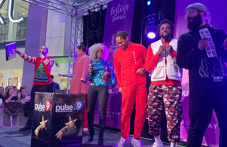 Broadway Bradford Christmas Light Switch On With Pulse 1 and Pulse 2